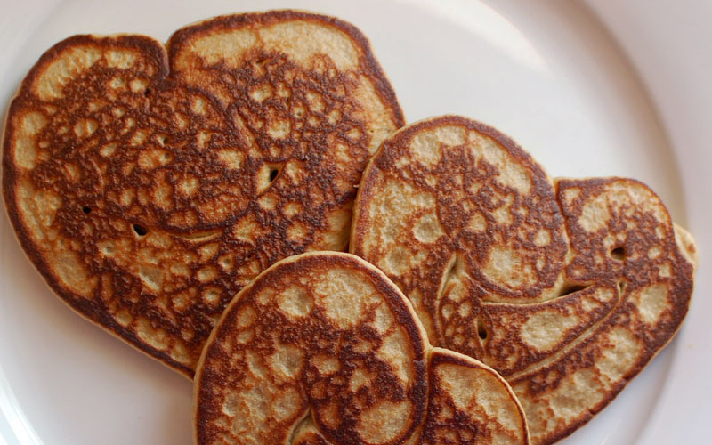 Instead of eating the same meal every morning, here are a few simple pancake dishes you can make.